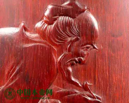 顺纹细腻的料质是雕刻家手中顶级的料质