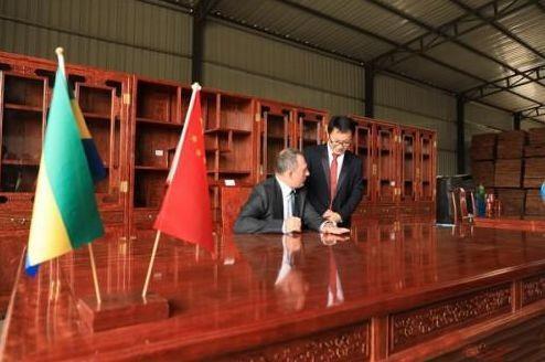 加蓬巴花家具正式向中国出口