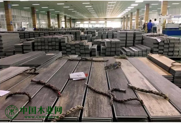 5月,张家港易华塑料有限公司内准备发货的乙烯基地板