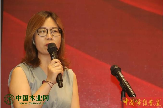 河北省家具协会秘书长杨玲主持开幕式及欢迎晚宴。
