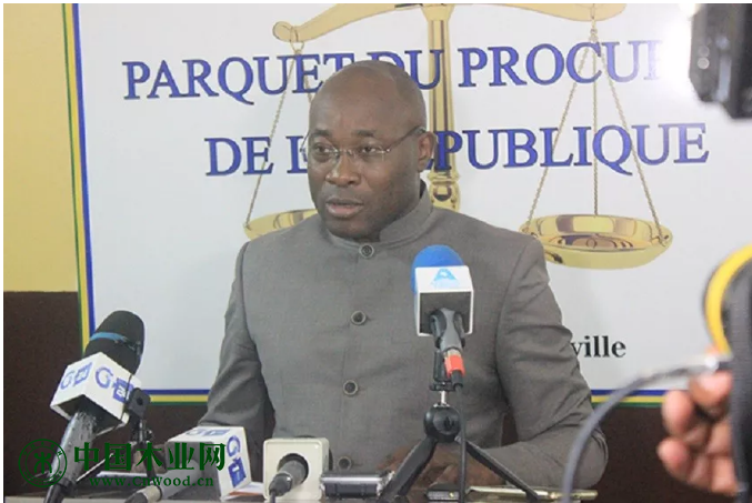 加蓬总检察长奥利维尔·恩扎奥