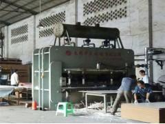 供应8-9成新无锡华盛4*8尺1200吨双贴贴面热压机