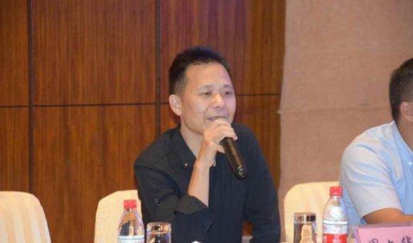 周信橡塑董事长周文华