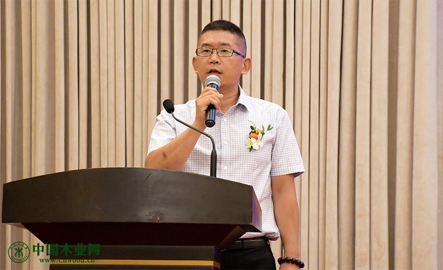 中国木材与木制品流通协会全屋定制分会秘书长李玉明致辞