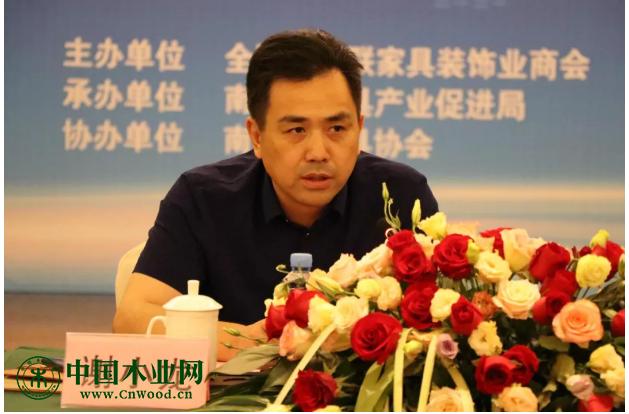 南康区政府党组成员、省家具质检中心主任谢小龙