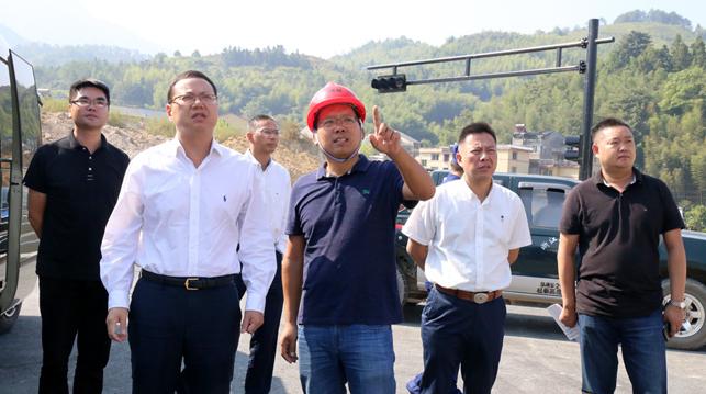 庆元县委副书记、县长胡献如带队开展国庆节前安全大检查