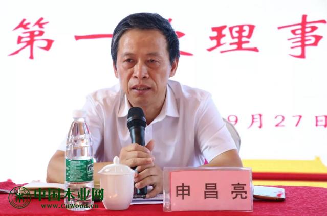 南康区家具产业促进局副局长申昌亮