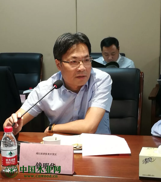 靖江经济技术开发区经发局局长钱明华