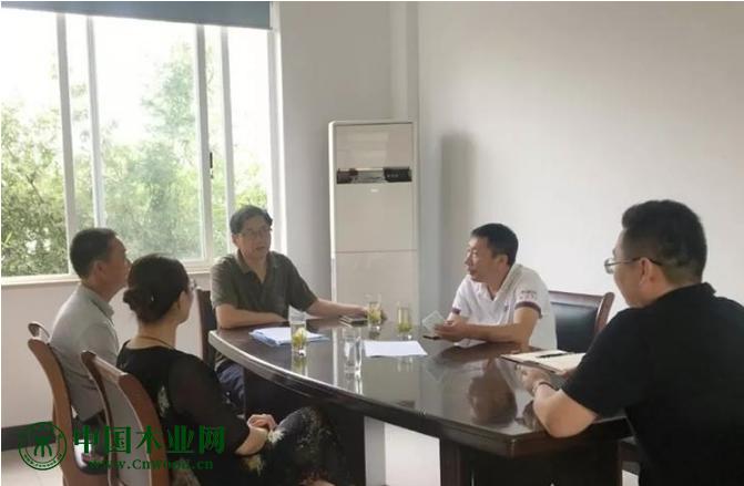 溧阳竹箦镇一木材加工厂粉尘影响环境要求停产!