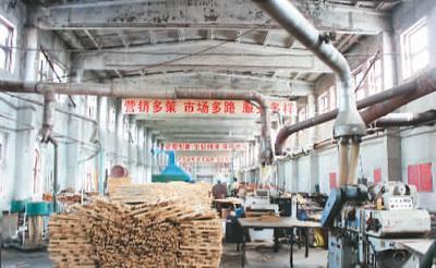 一家隶属于大兴安岭林区韩家园林业局的大型木材加工厂,执行禁伐政策后已停产。
