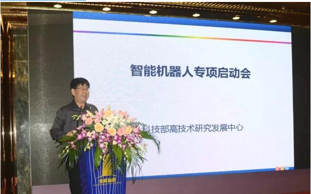 项目实施方案论证会由上海大学教授罗均