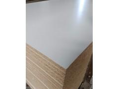 18厘颗粒板橱柜板免漆刨花板三胺贴面板厂家