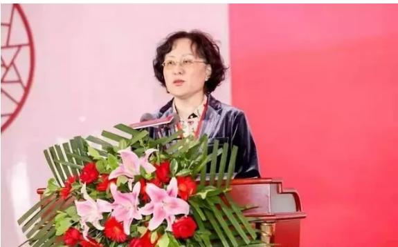中国工艺美术协会常务副理事长张红致辞