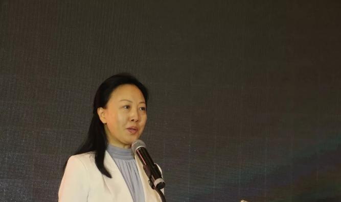 中国家具协会副理事长屠祺女士致辞