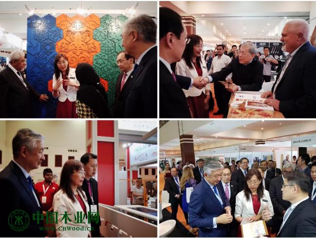 开幕仪式后,马来西亚原产业部长郭素沁女士与 MTC执行主席拿督卢成全在各展位走访