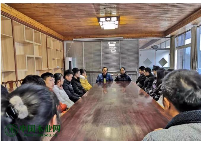 青岛滨海学院师生莅临青岛木业园区参观