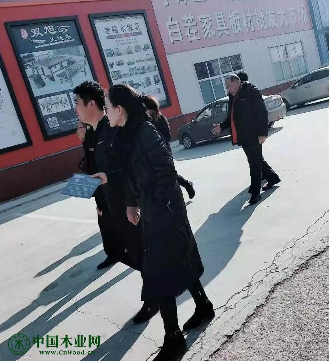 山东高密县家具协会王会长一行来宁津三岭家具市场参观!
