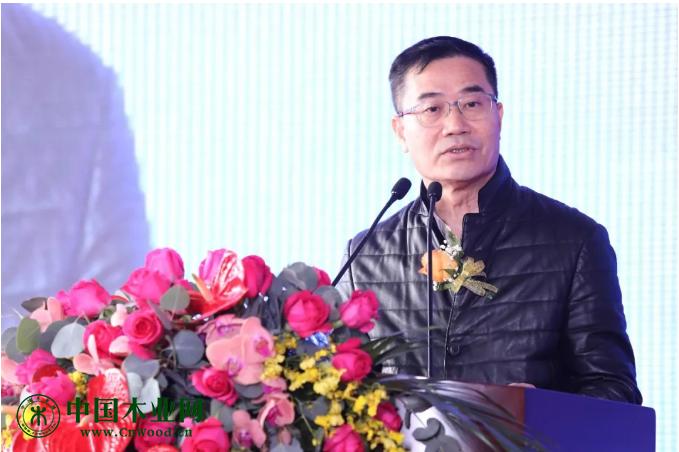 广东省家具协会会长王克,于2019年12月6日在第20届中国顺德(伦教)木工机械博览会上致辞。