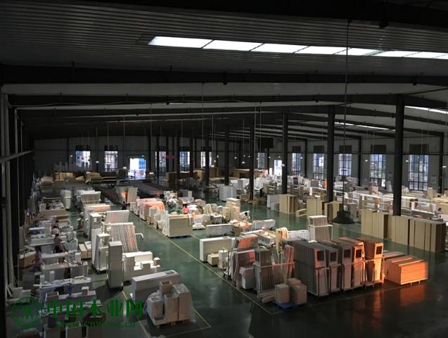 目前,云龙木雕每月要向日本发两万套棺木,占日本市场份额的20%。