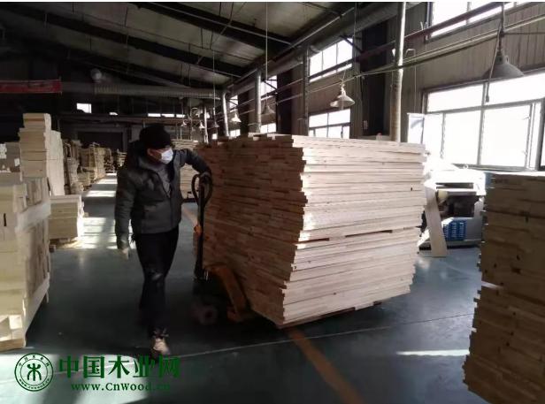 天鹏木业工作场景