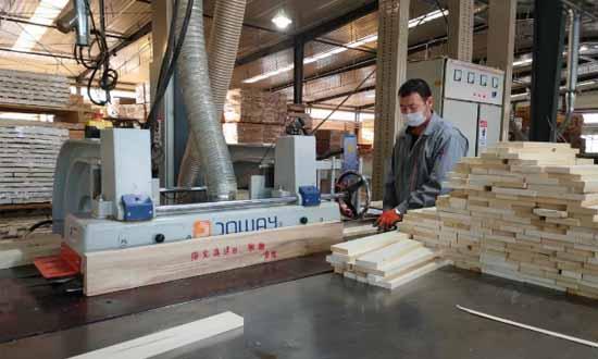 綏芬河邊合區多家木業企業做足防疫功課復工生產
