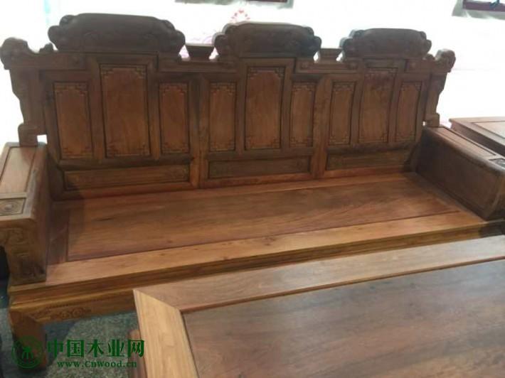 买一套缅甸花梨沙发大约多少钱?沙发座板是独板,大平几是两块板