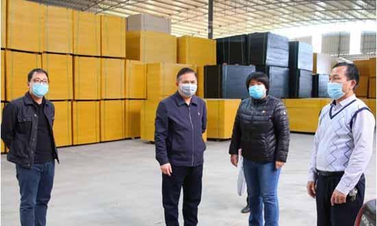 广西覃塘区委副书记到betway必威官网手机版下载企业检查指导疫情防控工作和复工复产工作