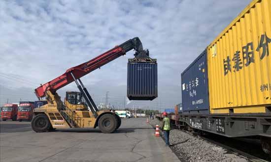 新疆铁路一季度货运量同比增长16.1%