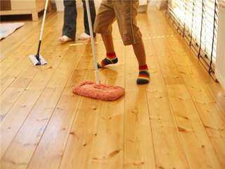 洗地板用什么洗比较干净 清洗木地板要注意什么