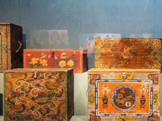 蒙古族传统家具的装饰工艺