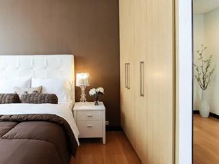 衣柜门怎么选?用平板门还是雕花门?