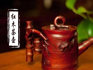 """""""一器成名只为茗,悦来客满是茶香。""""——红木茶壶"""