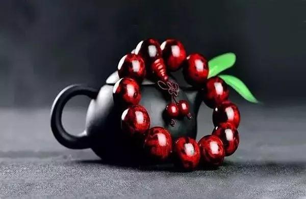 这几种小叶紫檀手串才是顶级珍品,看看您的小叶紫檀手串符不符合这几种!