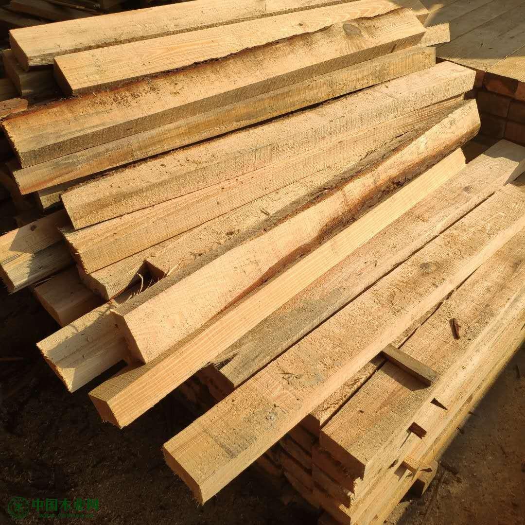 建筑木方就选鸿香润木厂,工厂直销,性价比高,货源充足