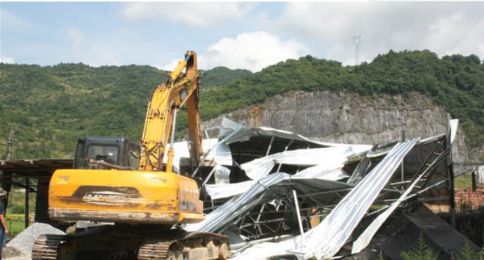 永州市宁远:拆除非法违建木材加工厂
