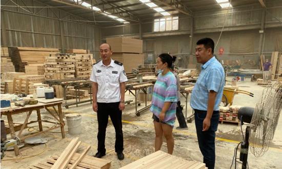 胶州各部门联动对辖区内家具厂进行安全生产检查