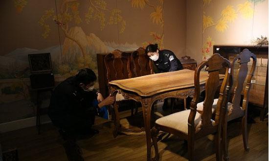 1.5万件古董家具系走私货 网红家具店老板被起诉