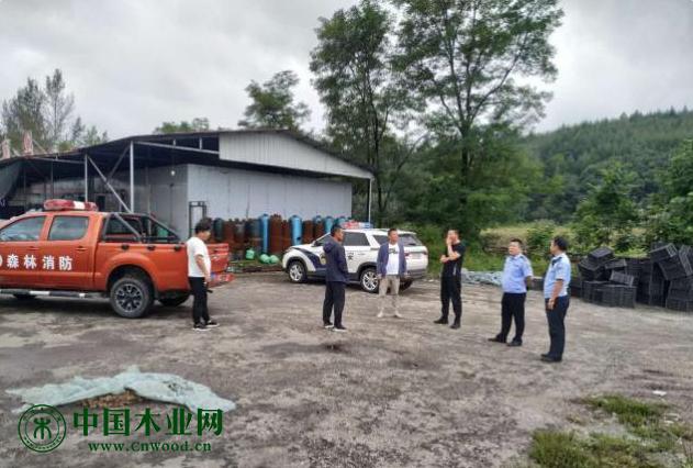 辽宁省凤城市四门子派出所对辖区木材加工厂开展安全检查