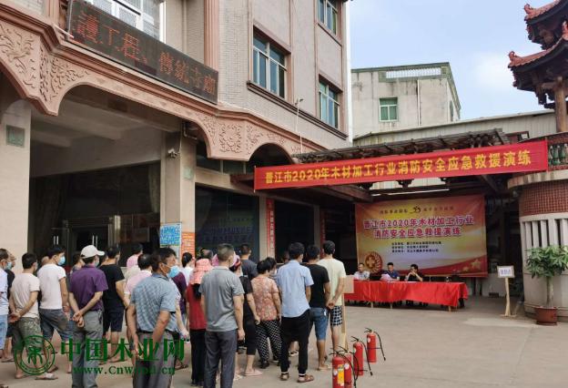 晋江市林业园林局联合东石镇开展木材加工行业消防演练