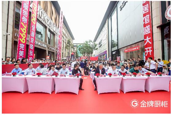 金牌厨柜在蓉开设国内最大「大家居馆」,演员娄艺潇亲历现场点赞!