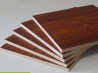多层实木免漆板与杉木芯拼接免漆板,家装用哪个更环保?