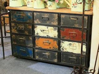 如何把旧家具表面上的旧油漆清除掉的方法?