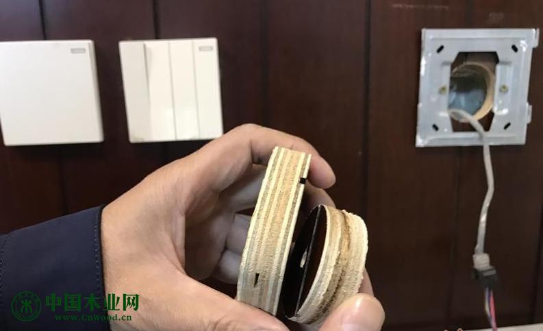 """红星美凯龙定制实木家具是多层板  厂家声称""""并未生产"""""""