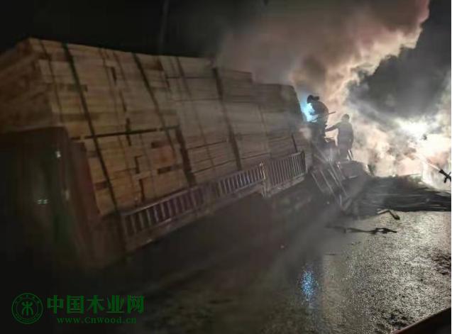 恒行2登录测速地址损失二十几万!大货车自燃,一车进口木材几乎烧光