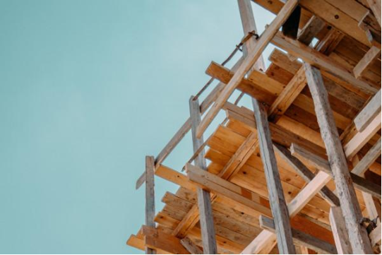 新西兰:木材短缺加剧 建筑商恐面临破产风险