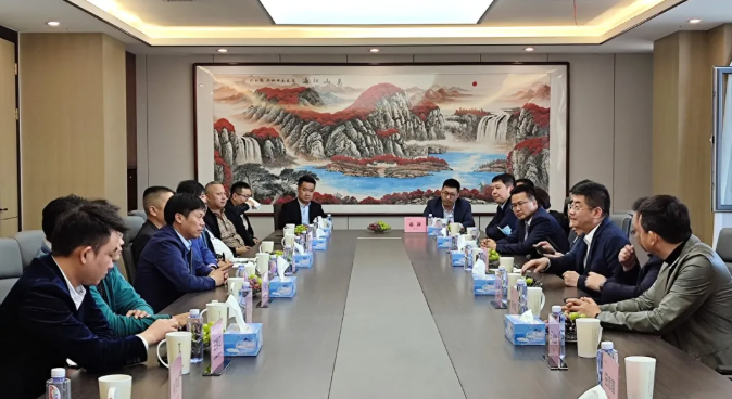 居然之家总裁王宁先生一行参观东方弘叶家具生产基地