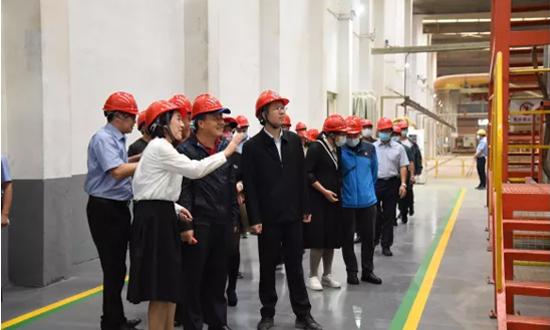 2021年中国定制家居产业链趋势峰会参会嘉宾参观梧州木材加工企业和园区